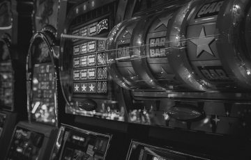 Esitetty kuva 5 parasta online live dealer kasinoa Yhdysvalloissa 360x230 - 5 parasta online live dealer-kasinoa Yhdysvalloissa